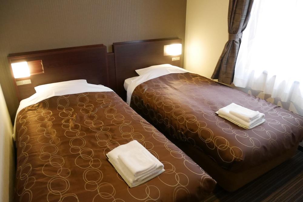横浜平和プラザホテル