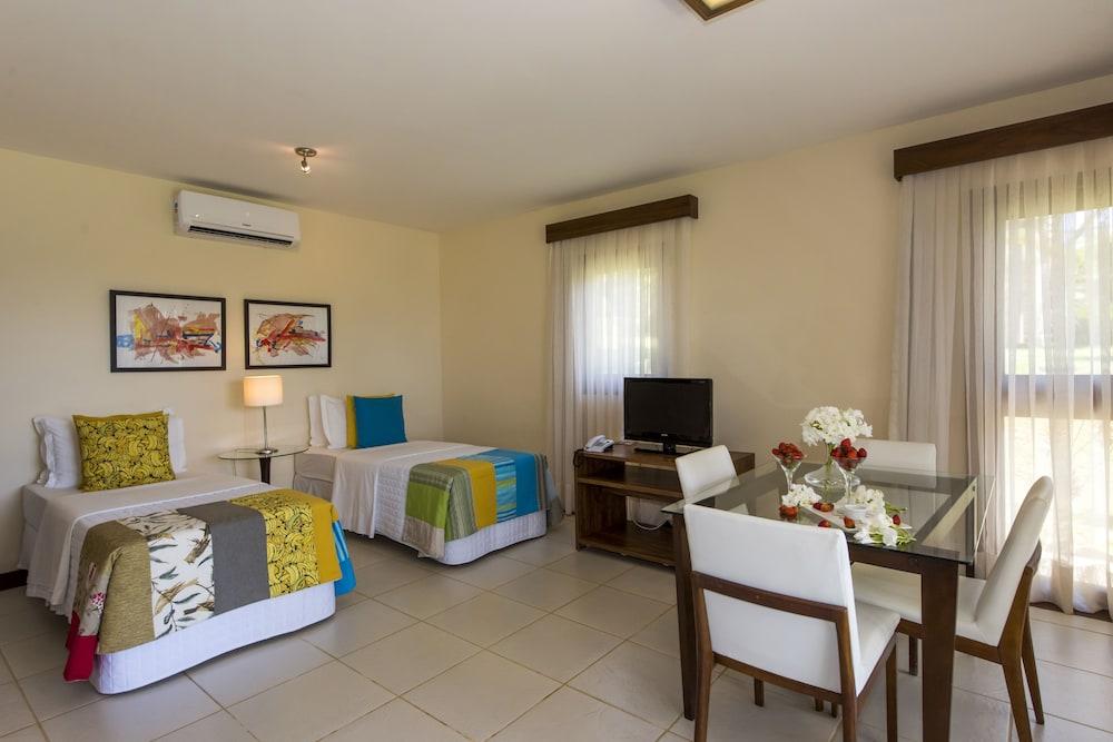 https://i.travelapi.com/hotels/4000000/3900000/3894000/3893922/1037211e_z.jpg
