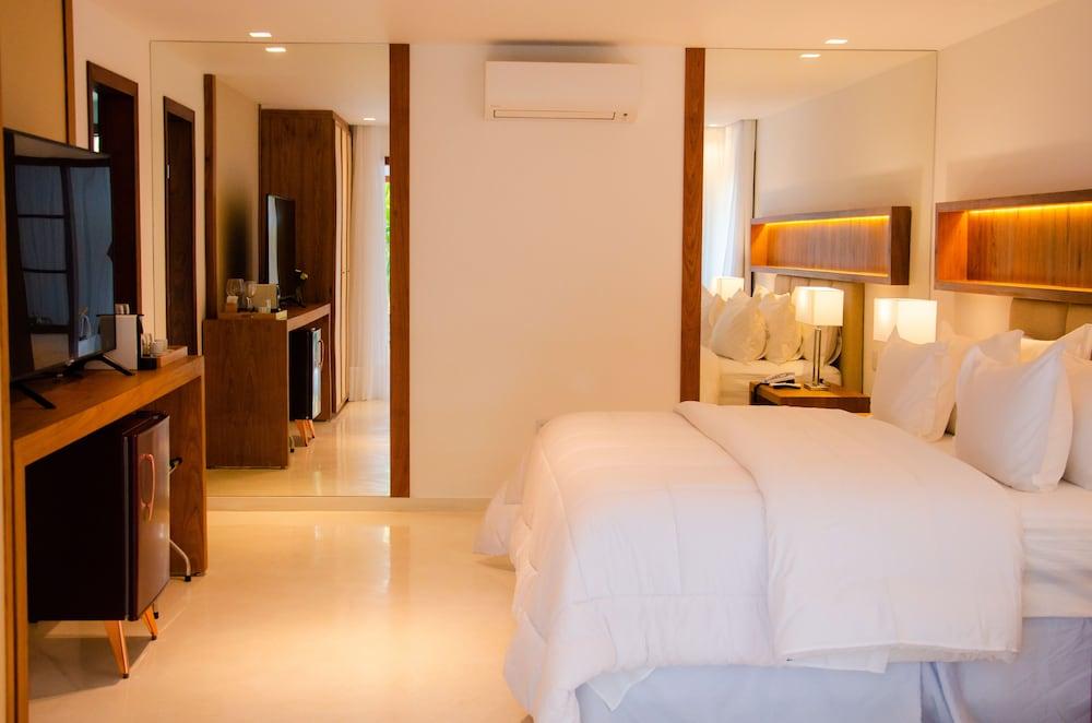 https://i.travelapi.com/hotels/4000000/3900000/3894000/3893922/be7680bc_z.jpg