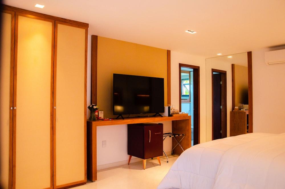 https://i.travelapi.com/hotels/4000000/3900000/3894000/3893922/de2e11d7_z.jpg