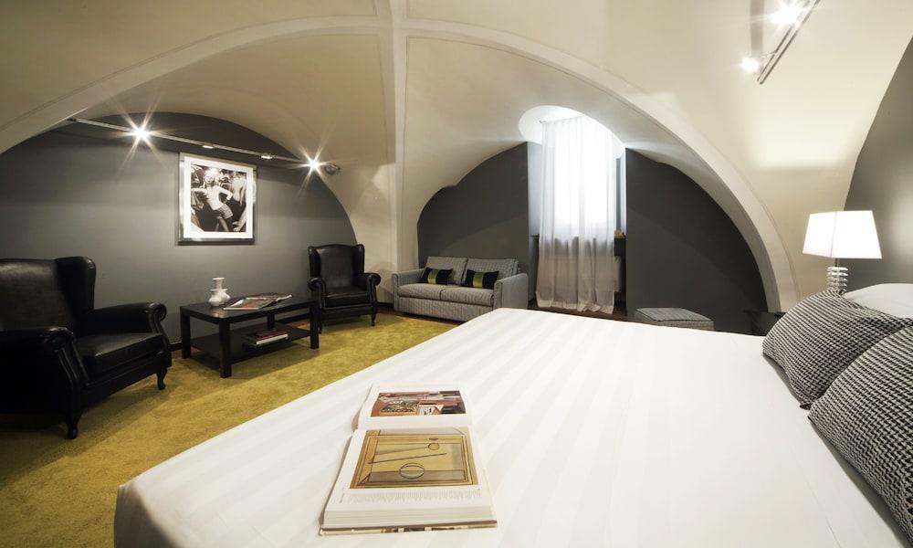 더 텔레그래프 스위트(The Telegraph Suites) Hotel Image 11 - Guestroom