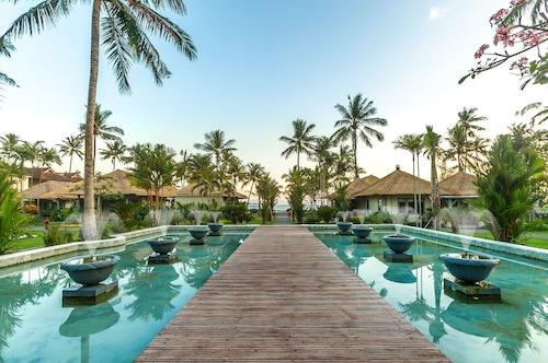 . Nirwana Beach & Resort