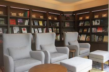 HOTEL RYUMEIKAN OCHANOMIZU HONTEN Library