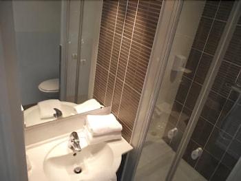 브릿 호텔 라드레스(Brit Hotel L'Adresse) Hotel Image 14 - Bathroom