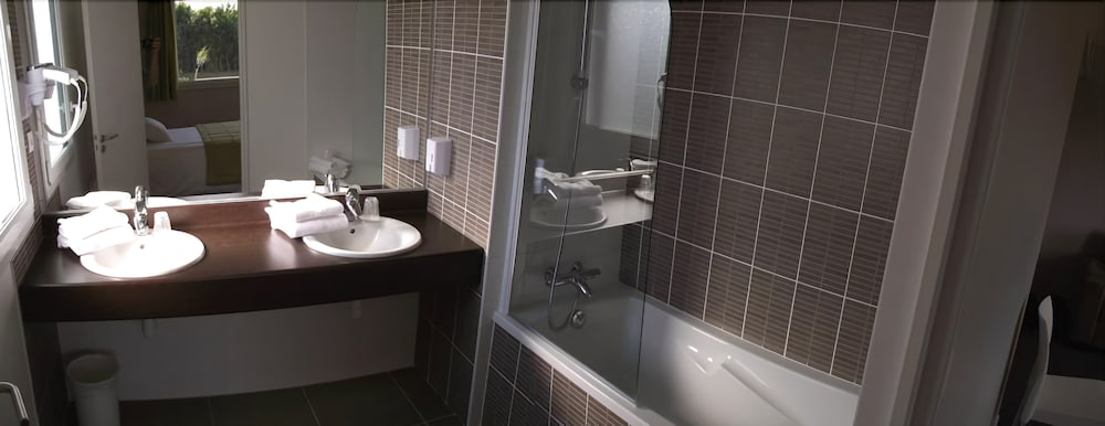 브릿 호텔 라드레스(Brit Hotel L'Adresse) Hotel Image 15 - Bathroom