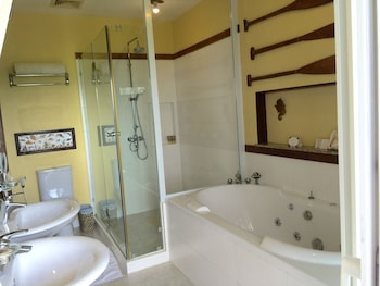 Amarela Resort Bohol Bathroom