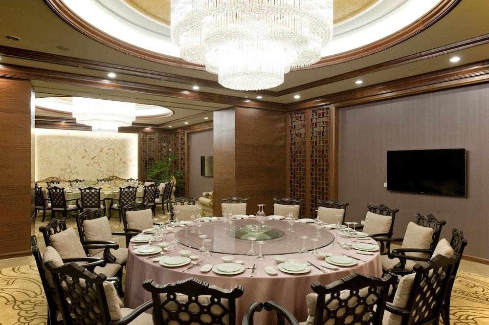 チャイナ ナショナル コンベンション センター (中国国立会議中心)