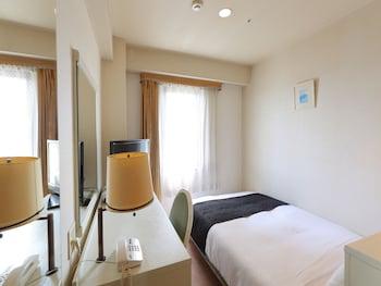シングルルームシングルサイズベッド 1 台喫煙可 アパホテル 富山
