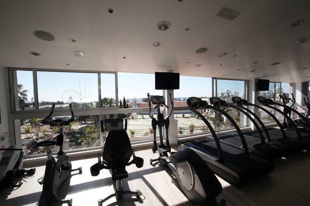 Health and Fitness : Gym 52 of 64