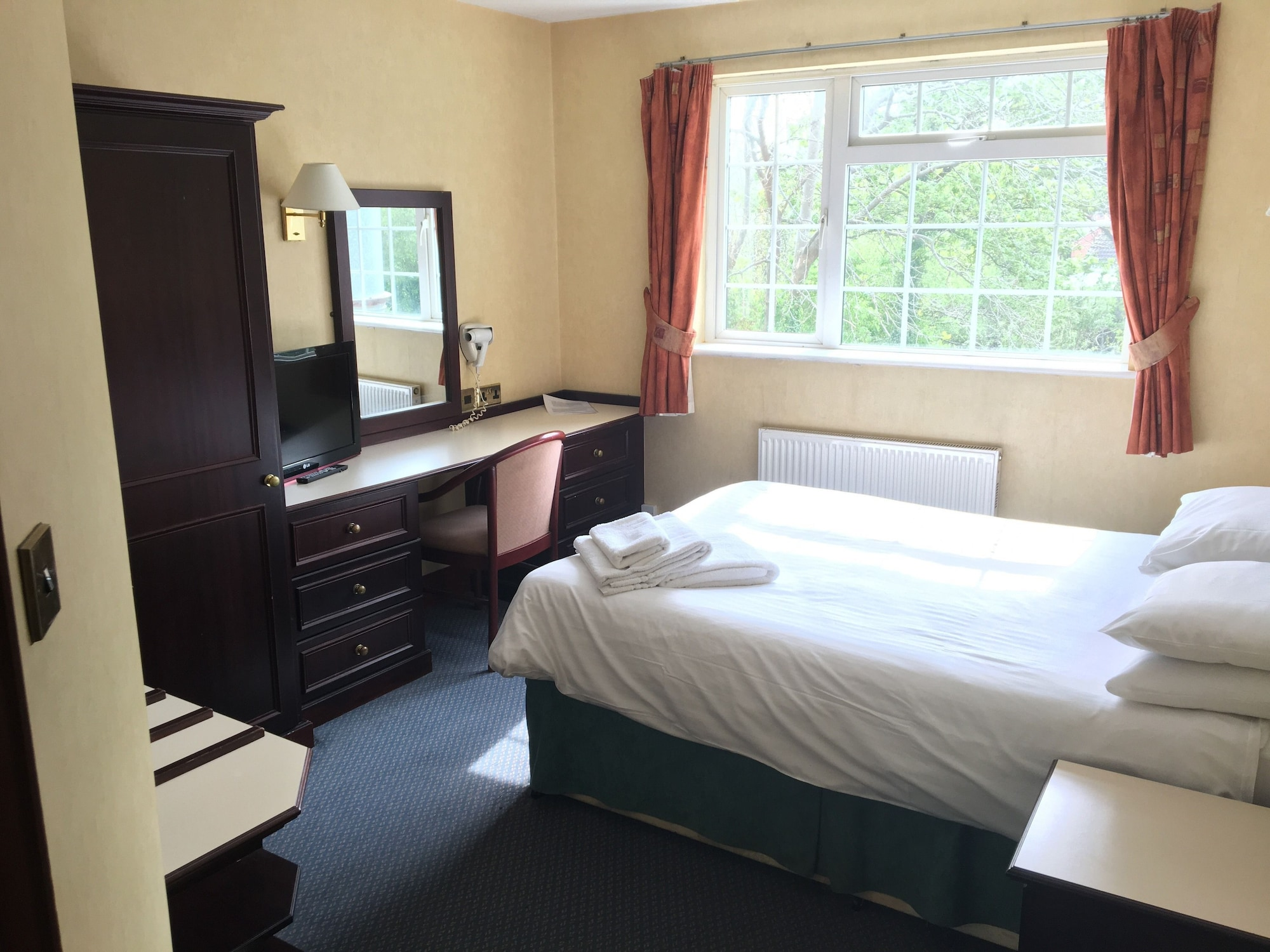 Cedar Tree Hotel, Staffordshire