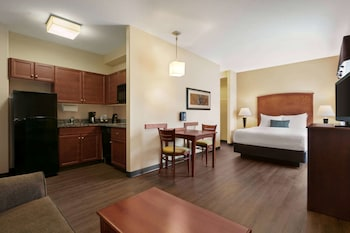 Studio Suite, 1 Queen Bed with Sofa bed, Non Smoking