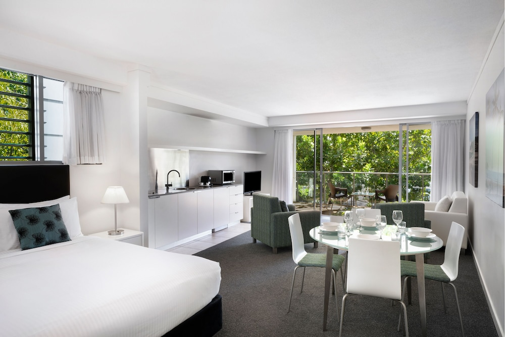 https://i.travelapi.com/hotels/4000000/3920000/3919500/3919427/d1ed6473_z.jpg