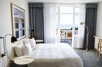 Superior Tek Büyük Veya İki Ayrı Yataklı Oda, Balkon, Kısmi Deniz Manzaralı
