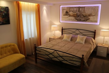 Economy Double Room, 1 King Bed
