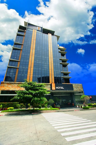 . The B Hotel