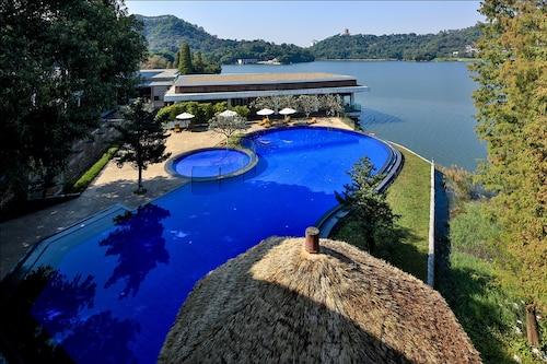 . Baiyun Lakeside Hotel