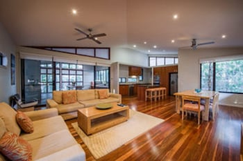Beach Road Holiday Homes - Living Area  - #0