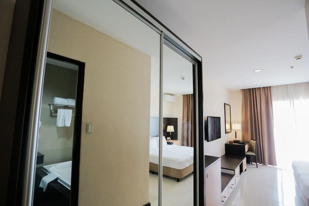 https://i.travelapi.com/hotels/4000000/3950000/3940900/3940858/124ff44a_z.jpg
