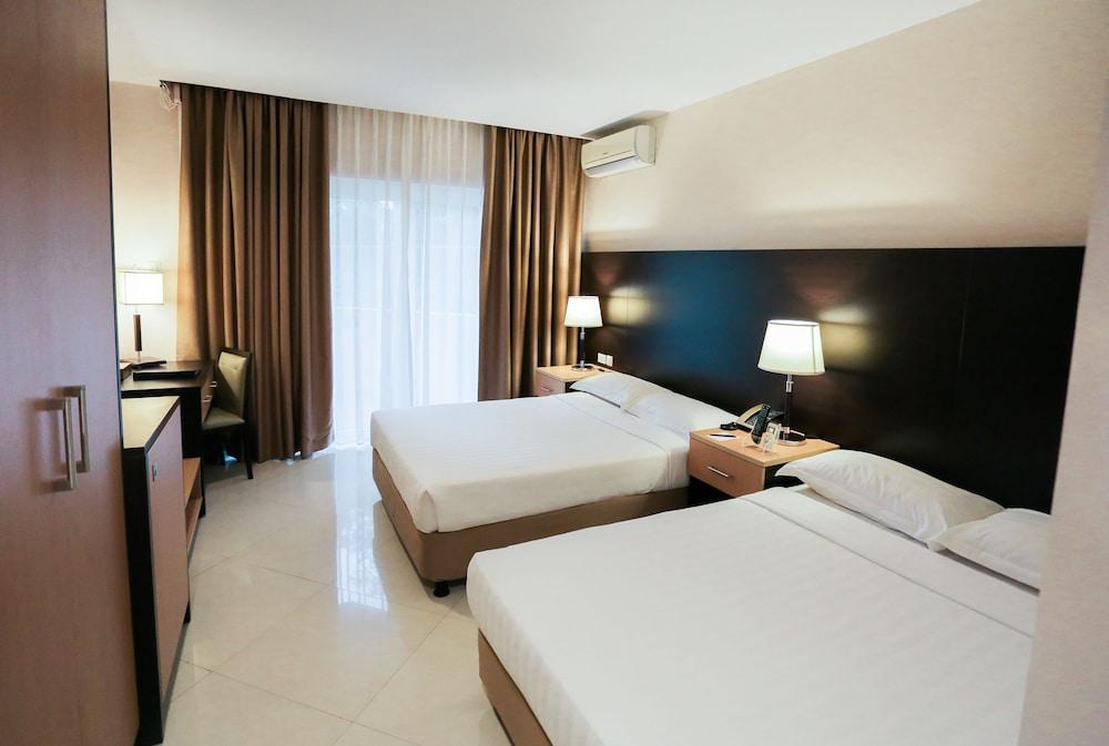 https://i.travelapi.com/hotels/4000000/3950000/3940900/3940858/217e1ec4_z.jpg