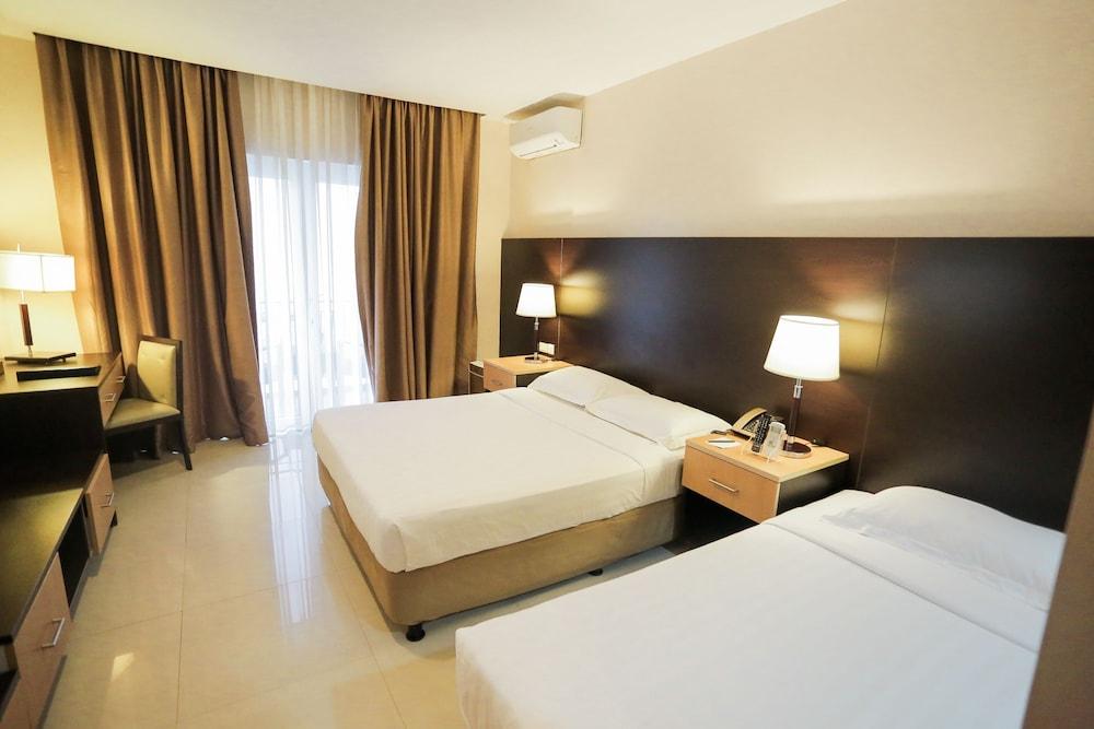 https://i.travelapi.com/hotels/4000000/3950000/3940900/3940858/5b3c98b0_z.jpg