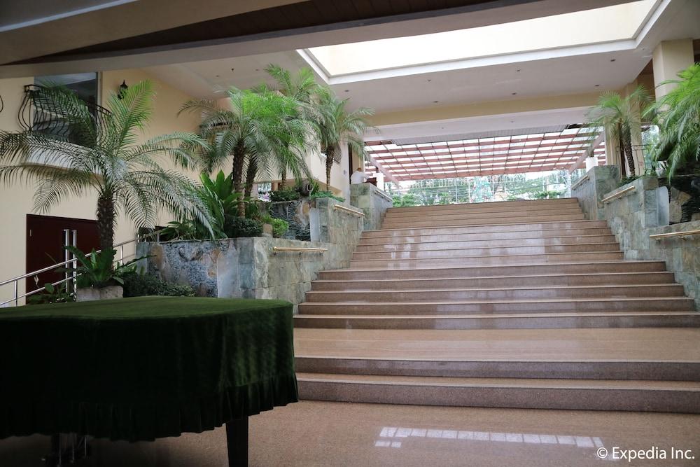 https://i.travelapi.com/hotels/4000000/3950000/3940900/3940858/7dcc279f_z.jpg