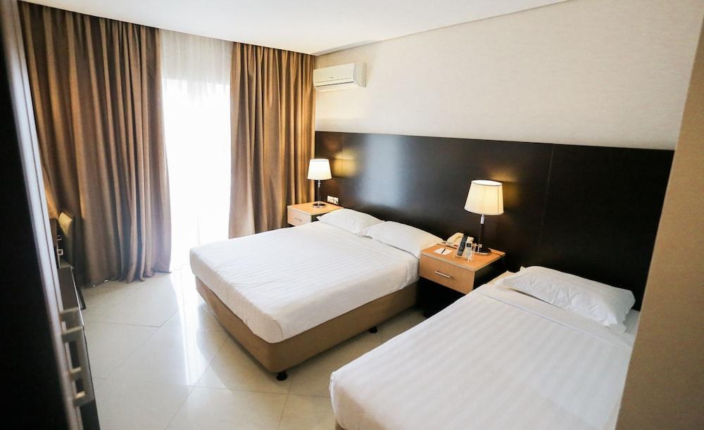 https://i.travelapi.com/hotels/4000000/3950000/3940900/3940858/9e2e1f75_z.jpg