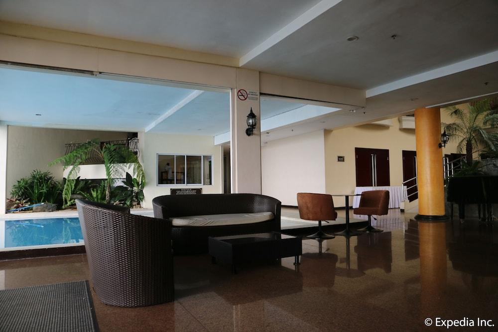 https://i.travelapi.com/hotels/4000000/3950000/3940900/3940858/ada6c6f0_z.jpg
