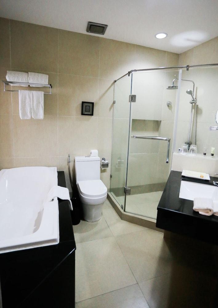 https://i.travelapi.com/hotels/4000000/3950000/3940900/3940858/dbae2dfe_z.jpg