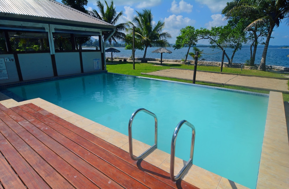 https://i.travelapi.com/hotels/4000000/3950000/3941700/3941632/2bf45d34_z.jpg