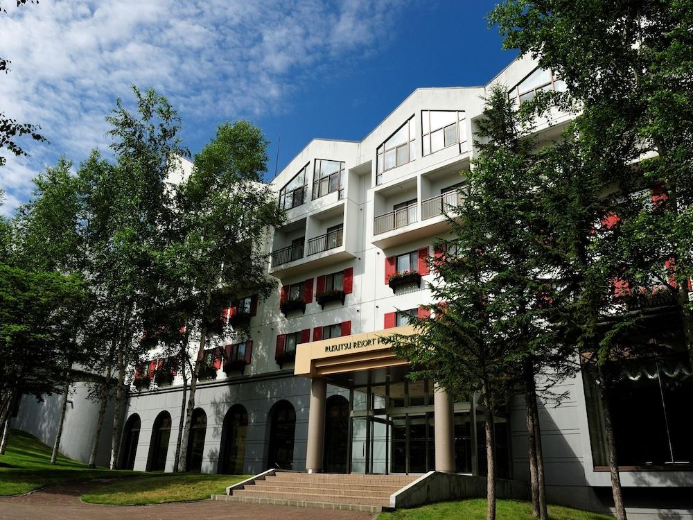 https://i.travelapi.com/hotels/4000000/3950000/3948200/3948188/58bd8e5d_z.jpg