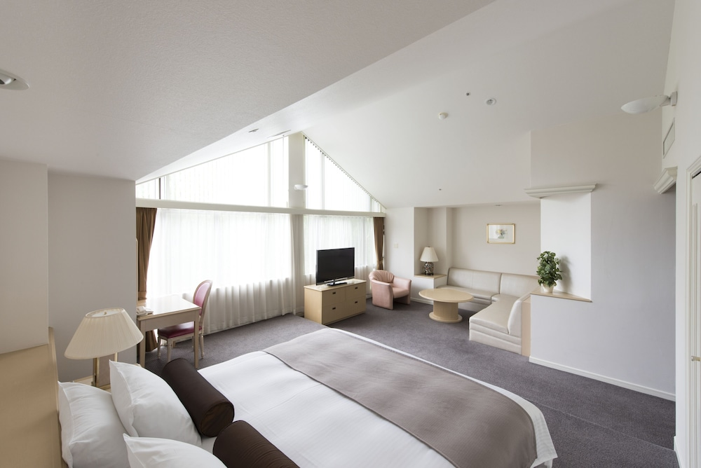 https://i.travelapi.com/hotels/4000000/3950000/3948200/3948188/682fa9e3_z.jpg