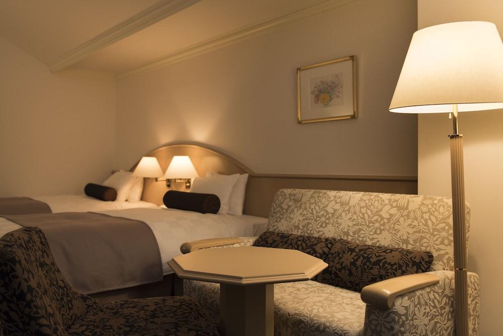 https://i.travelapi.com/hotels/4000000/3950000/3948200/3948188/997297e5_z.jpg