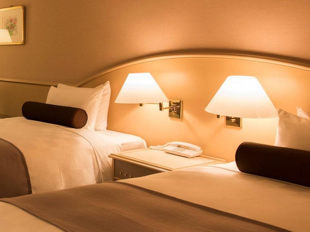 https://i.travelapi.com/hotels/4000000/3950000/3948200/3948188/ac1548e3_z.jpg