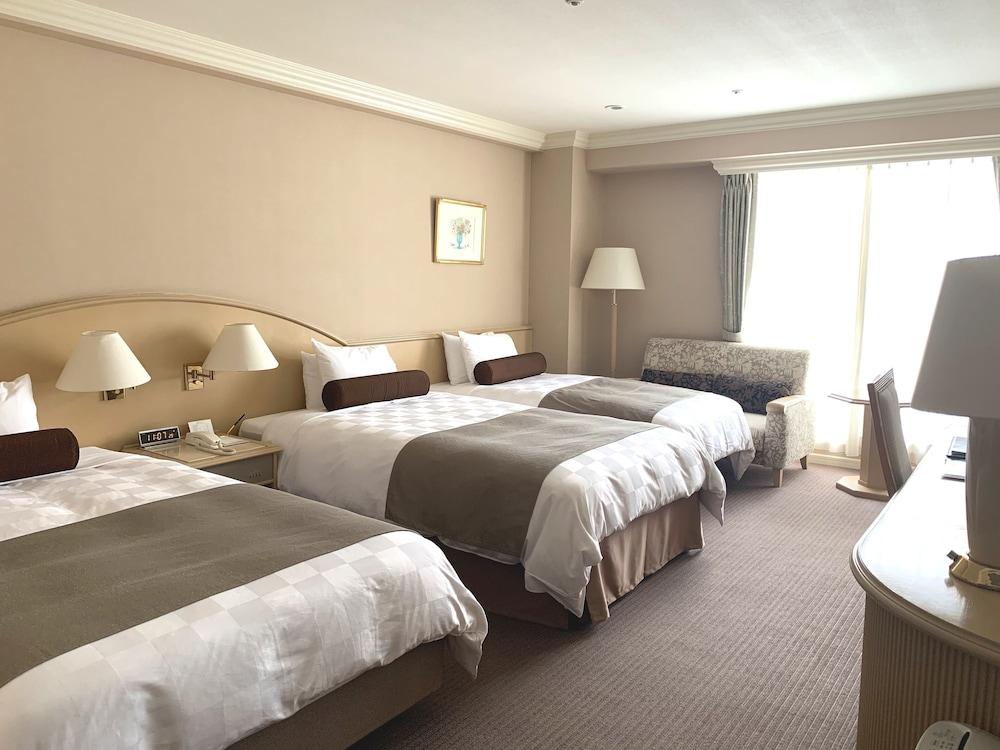 https://i.travelapi.com/hotels/4000000/3950000/3948200/3948188/daecc26b_z.jpg