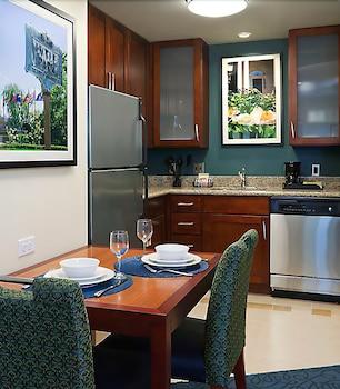 Guestroom at Residence Inn by Marriott Cincinnati Downtown/The Phelps in Cincinnati