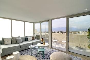 Suite, Mezzanine