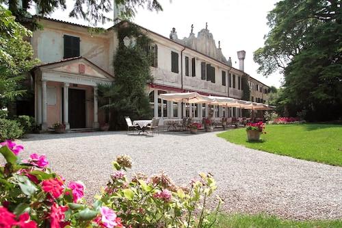 . Hotel Villa Luppis