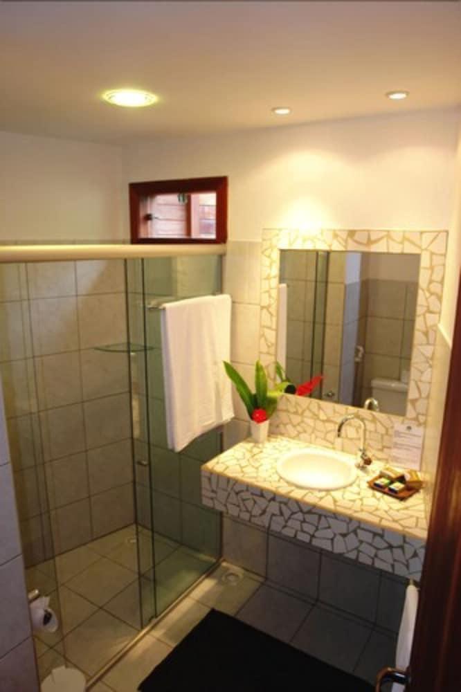 https://i.travelapi.com/hotels/4000000/3960000/3957900/3957882/afda0a0e_z.jpg