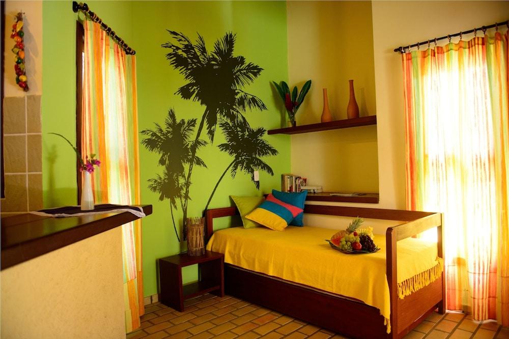 https://i.travelapi.com/hotels/4000000/3960000/3957900/3957882/c2e596ea_z.jpg
