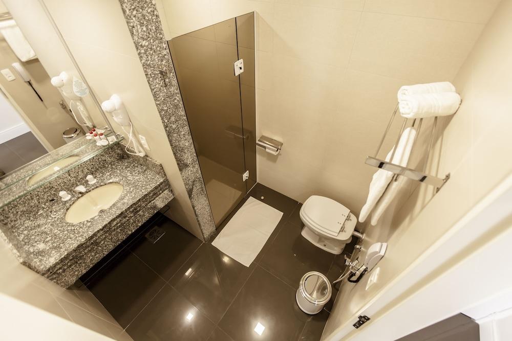 하파인 팰리스 호텔 & 컨벤션 센터(Rafain Palace Hotel & Convention Center) Hotel Image 22 - Bathroom
