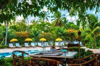 https://i.travelapi.com/hotels/4000000/3960000/3958000/3957986/2dc2d5aa_b.jpg