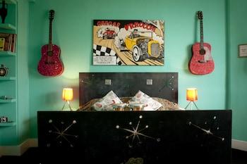 Double Room (The Peliroccobilly Room)
