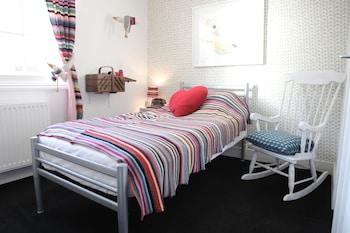 Single Room (Do Knit Disturb)