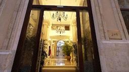 Le Patio Boutique Hotel