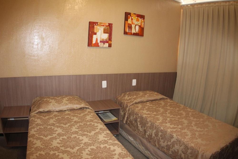 아무아라마 호텔(Amuarama Hotel) Hotel Image 13 - Guestroom