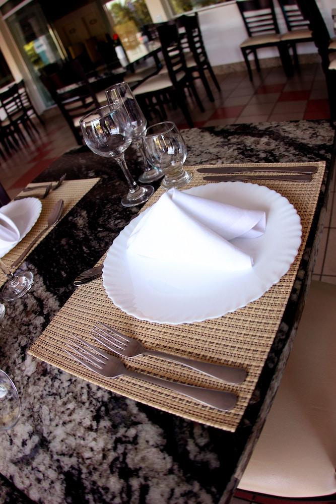 아무아라마 호텔(Amuarama Hotel) Hotel Image 61 - Restaurant