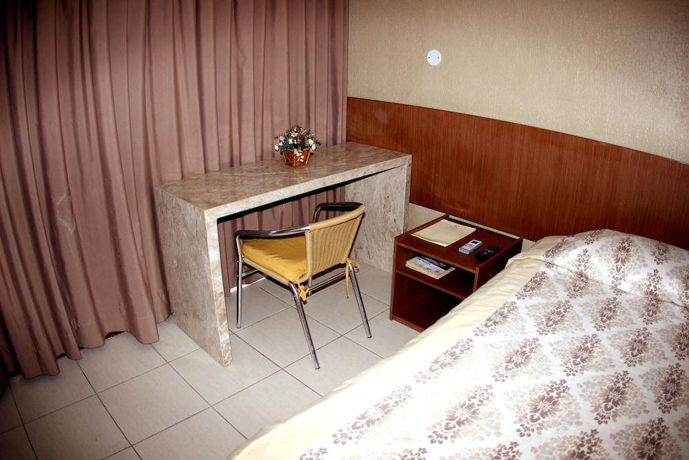 아무아라마 호텔(Amuarama Hotel) Hotel Image 25 - Guestroom