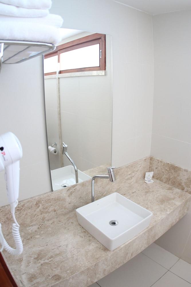 아무아라마 호텔(Amuarama Hotel) Hotel Image 46 - Bathroom
