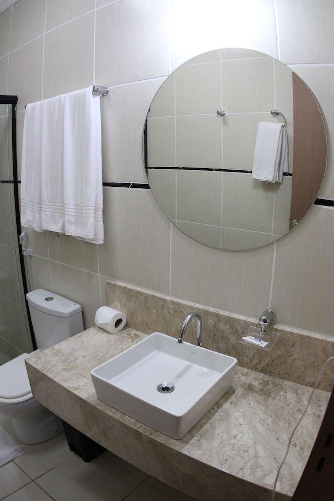아무아라마 호텔(Amuarama Hotel) Hotel Image 45 - Bathroom