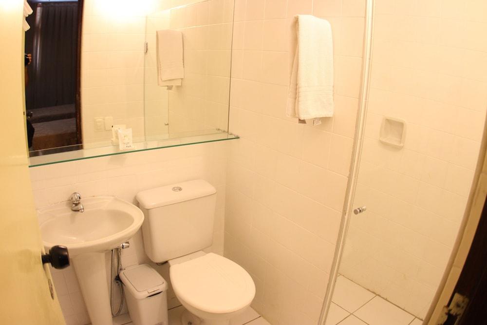 아무아라마 호텔(Amuarama Hotel) Hotel Image 50 - Bathroom